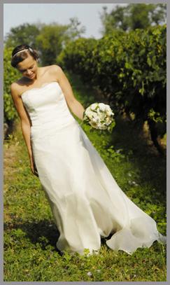 Robe de mariée sur mesure, robe fourreau à traine d'organza de soie.