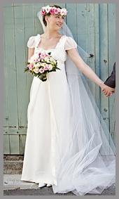 robe de mariée coupe empire bordée de dentelle réalisée sur mesure